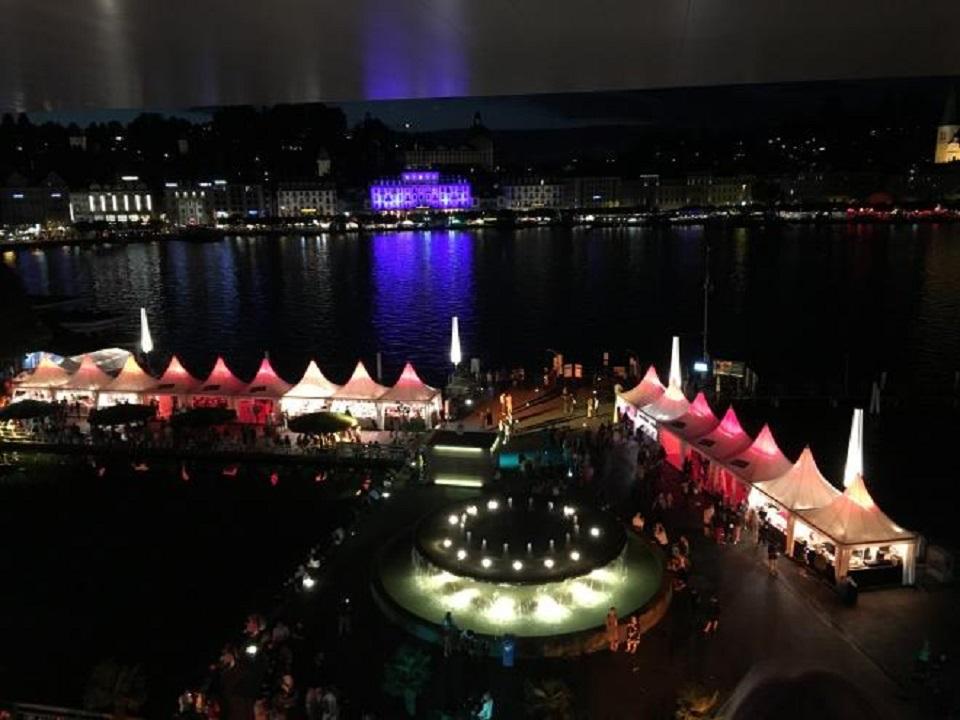 Die Aussicht vom Dach des KKL Luzern auf das Luzerner Seebecken Foto Roman Unternährer